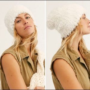 🎉HP🎉NWT Free People Head In the Clouds  Beanie